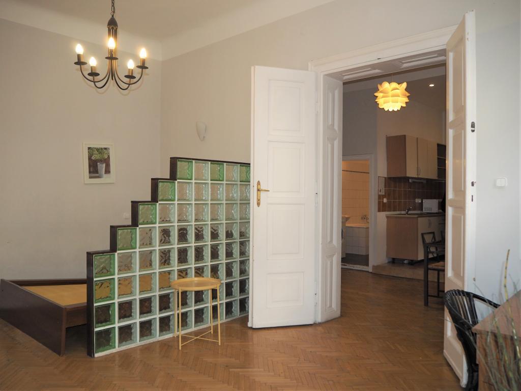 Eladó lakás 1051 Budapest Dorottya utca 52m2 184000 € Ingatlan kép: 1